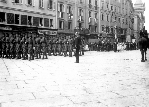 Trieste, June 14th, 1914: the Corpus Christi procession escorted by Bosnian troops