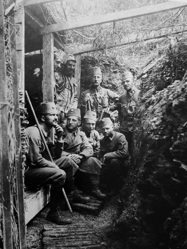 Captain Hermann Rilke in a trench with his men